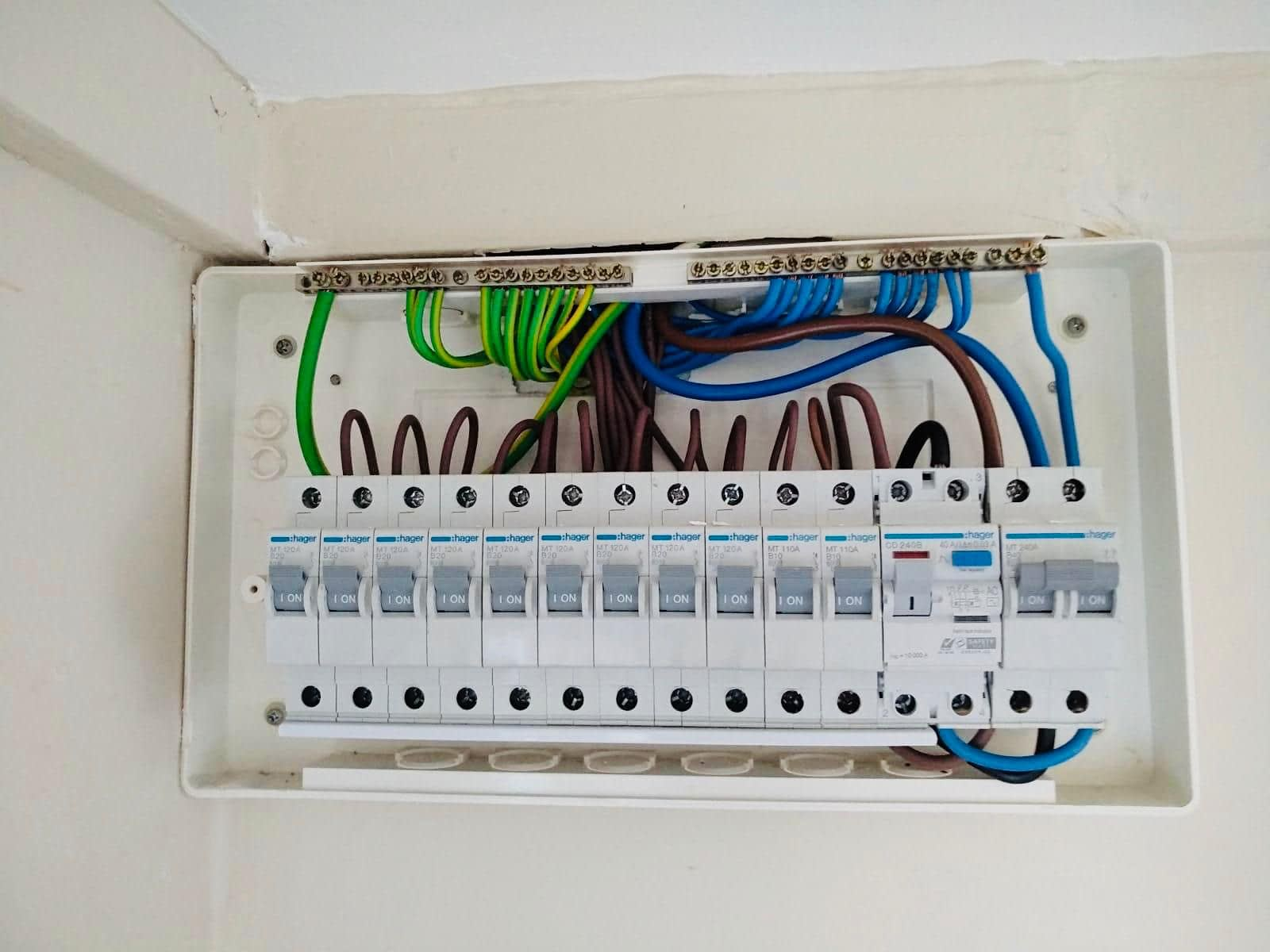 Replace 40a RCCB and cable (2)